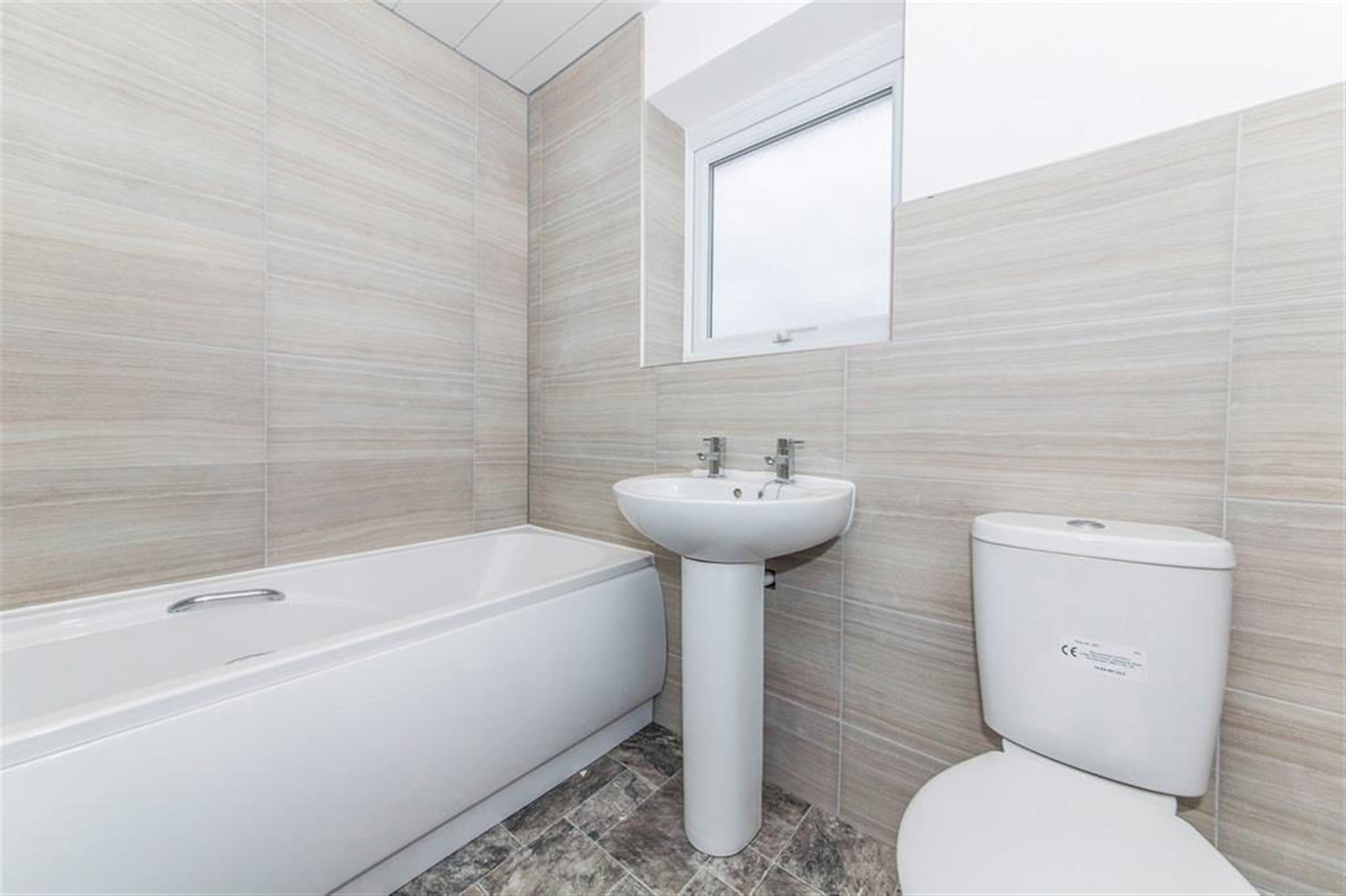3 bedroom terraced house to rent longfellow walk for Best bathrooms hartlepool