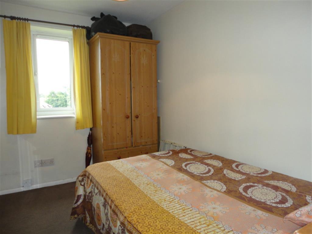 2 Bedroom Flat For Sale Lowestoft Drive Slough Sl1 6pe