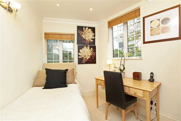 bedroom flat to rent first floor flat the mount london nw3 6st