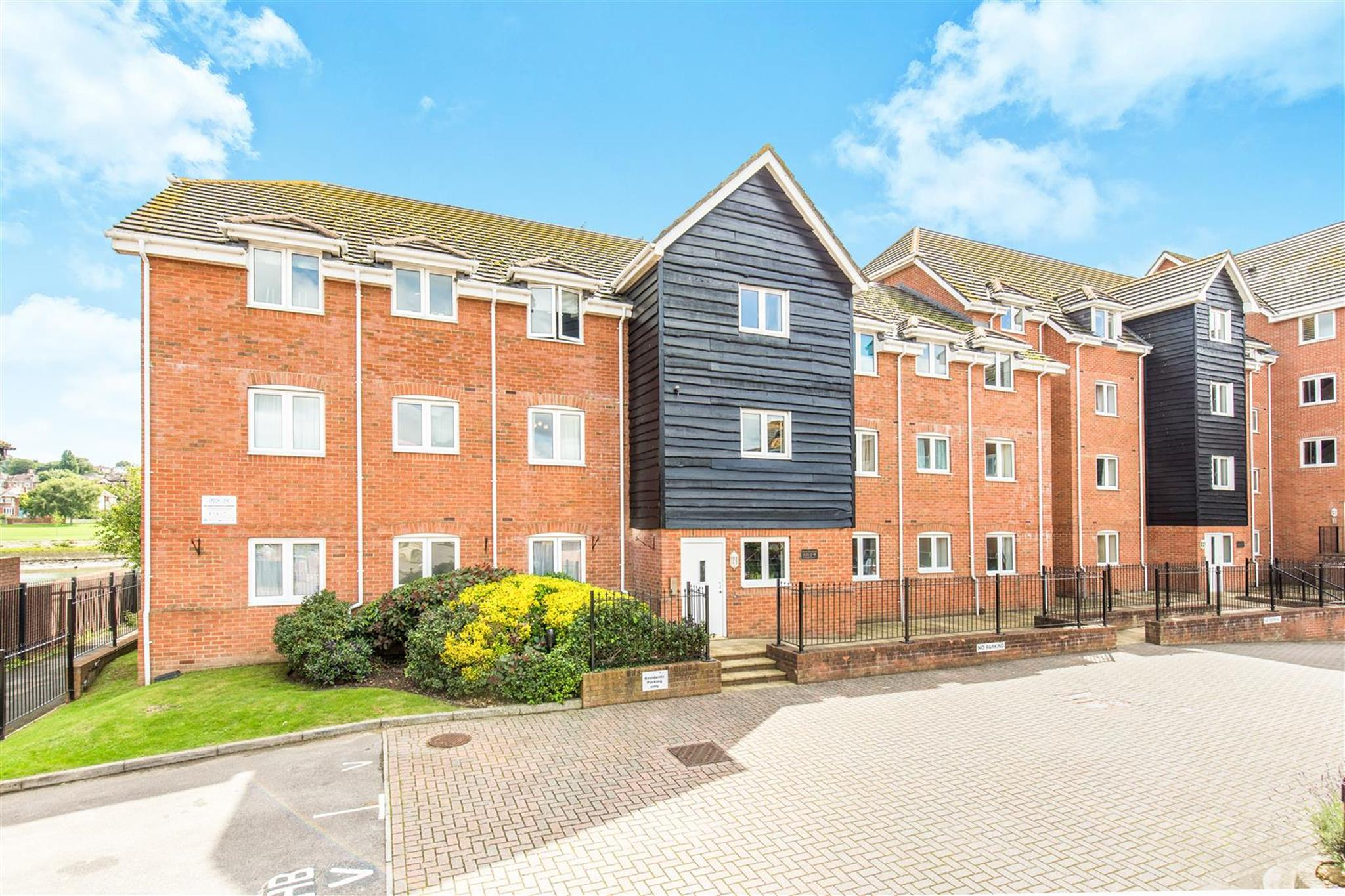 2 bedroom apartment for sale priory avenue southampton. Black Bedroom Furniture Sets. Home Design Ideas