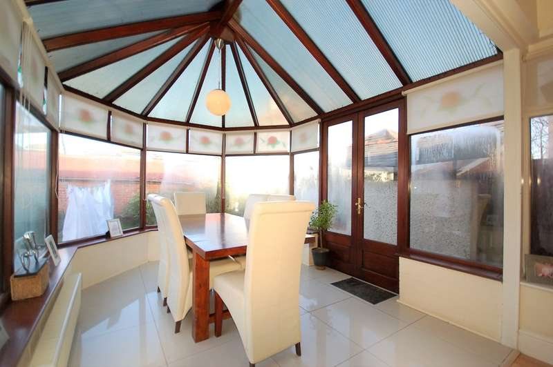 Ceiling Lights Blackpool : Bedroom detached house for sale second avenue