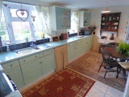 4 bedroom detached house for sale wensleydale for Bedroom furniture 98188