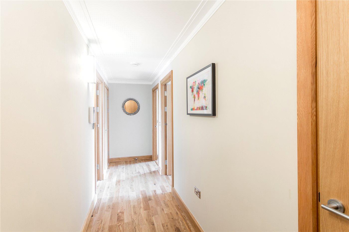 2 Bedroom Flat For Sale Warne Court Village Road Enfield En En1 2fd