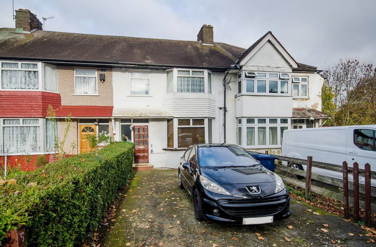 3 Bedroom House For Sale Queens Avenue Greenford Ub6 9bx