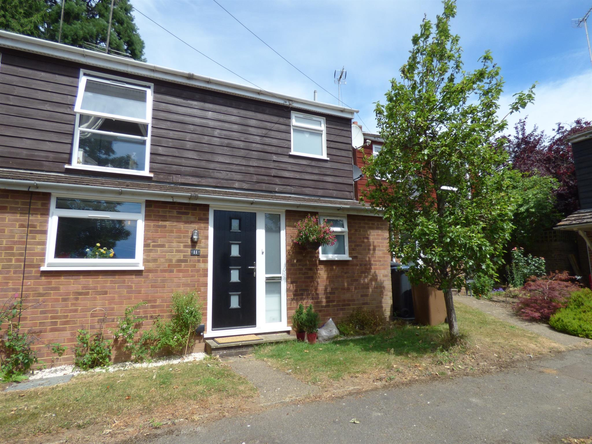 3 Bedroom Semi Detached House For Sale Kennedy Road Ware