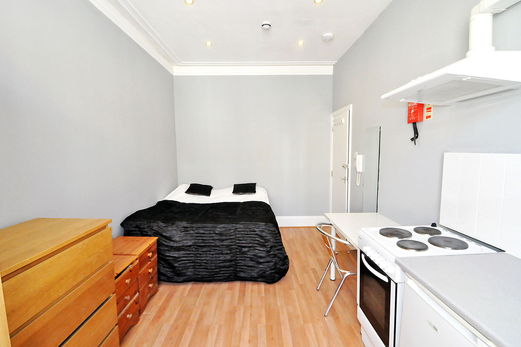 Is 747 A Good Credit Score >> studio flat to rent, Cheniston Gardens, High Street Kensington, London W, W8 6TH