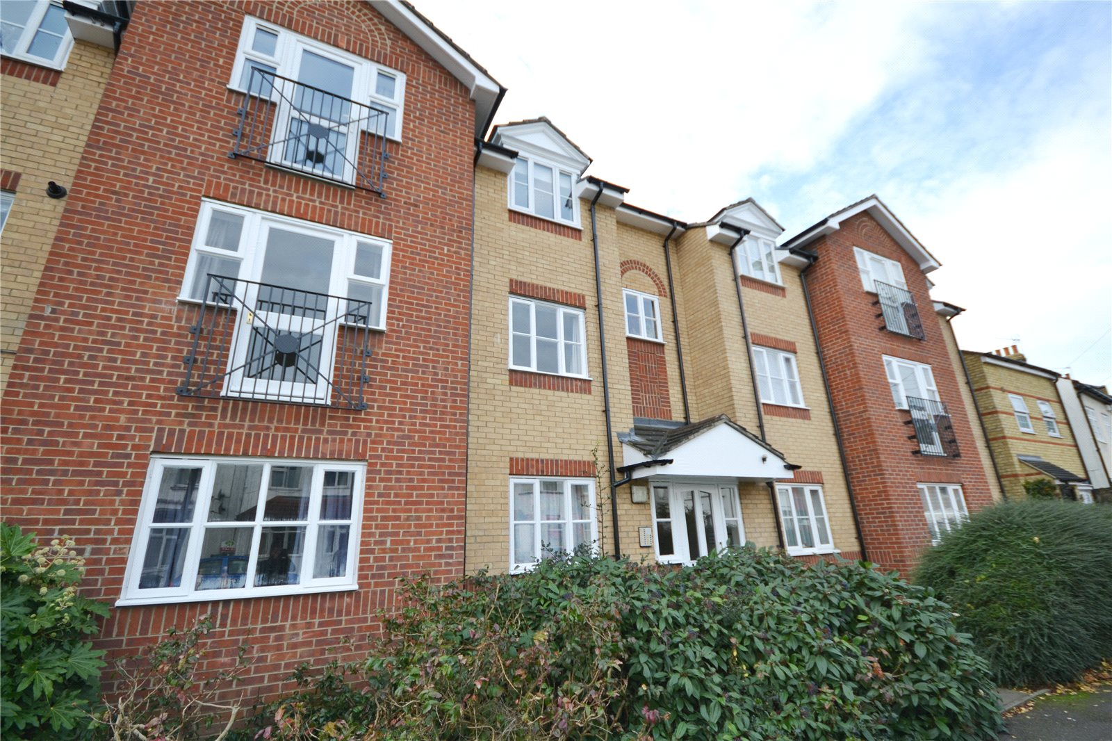 1 Bedroom Flat To Rent Vine Lodge Hutton Grove London N