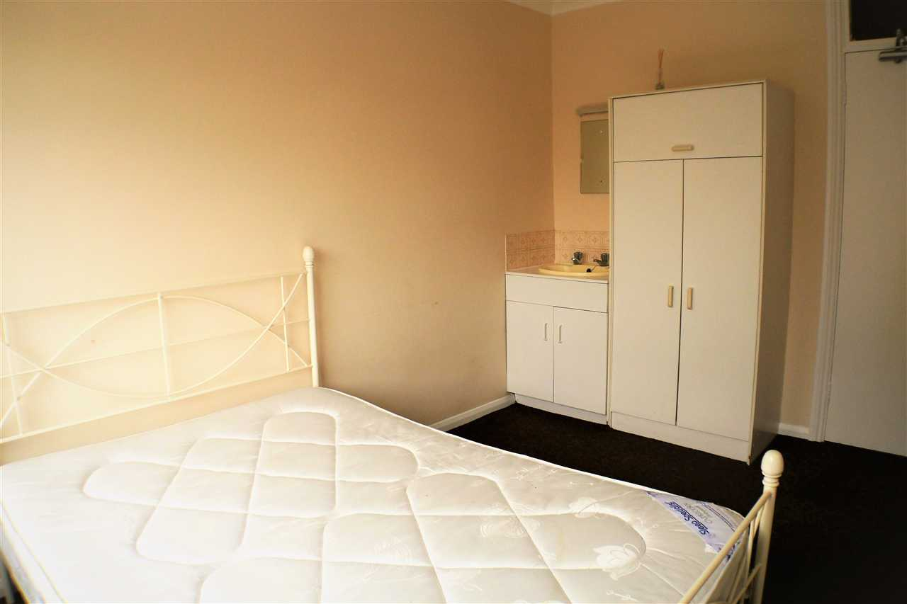 1 bedroom apartment to rent brighton road south lancing for Room to rent brighton