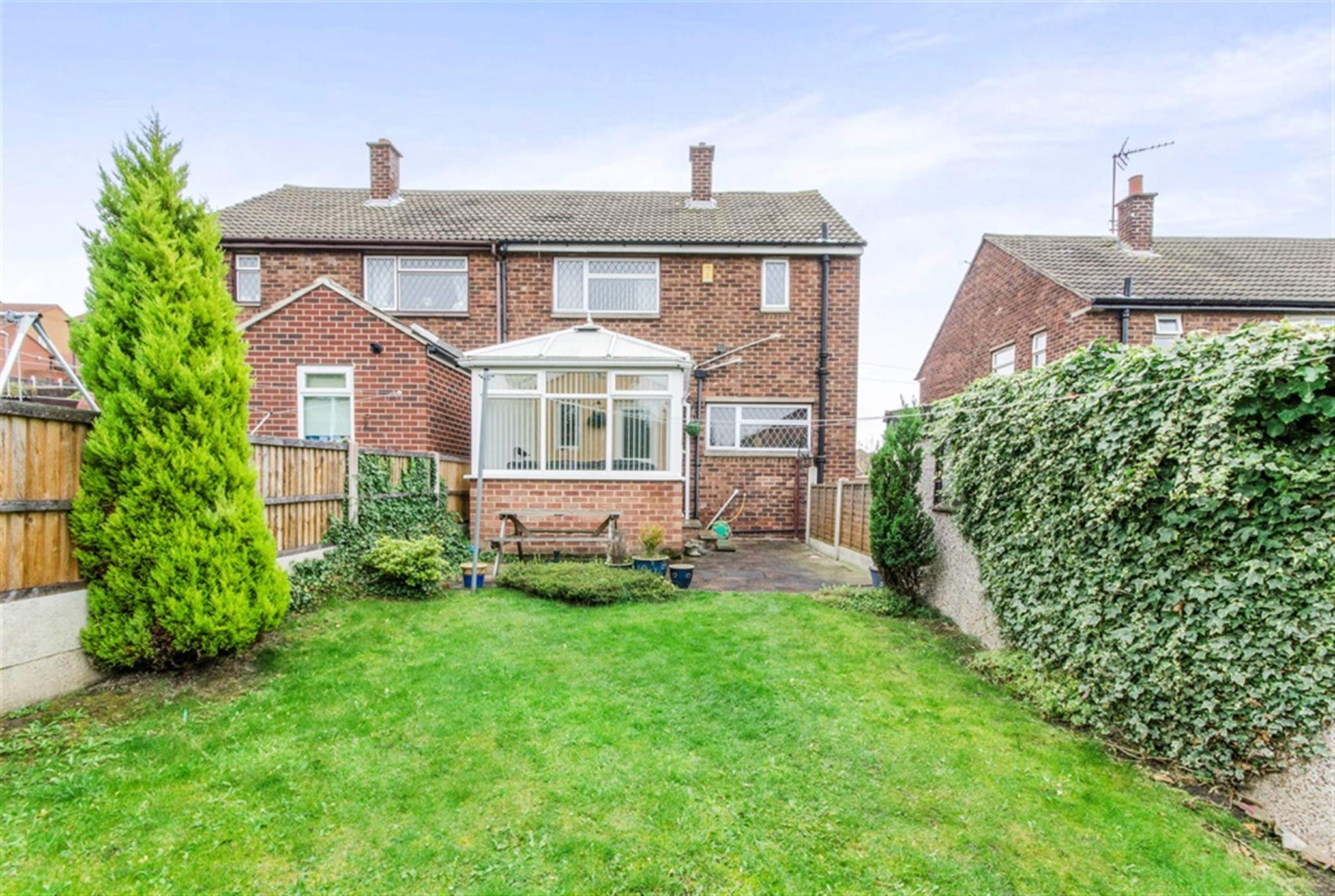 3 bedroom semi detached house for sale highfield drive for Wakefield house
