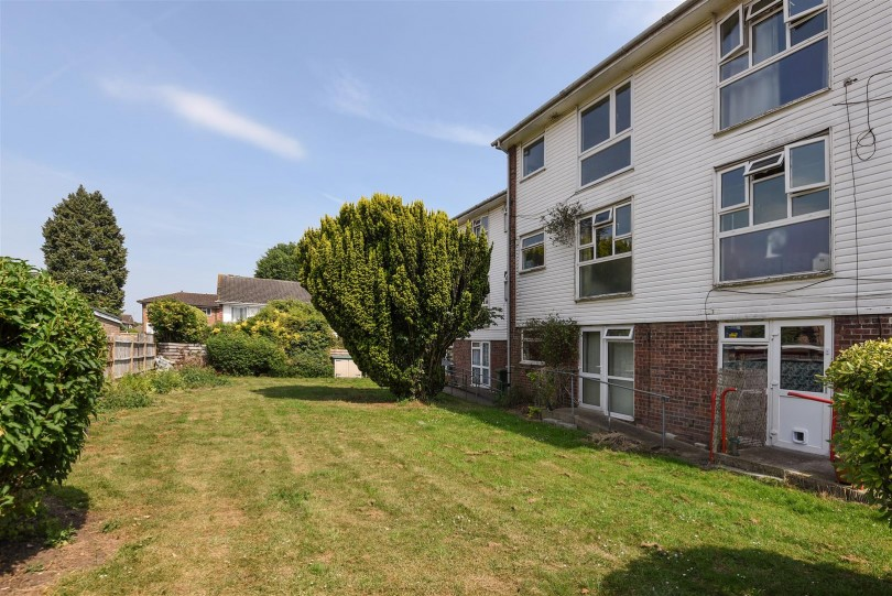 1 bedroom flat for sale, Abbotsleigh Close, Sutton, Surrey ...