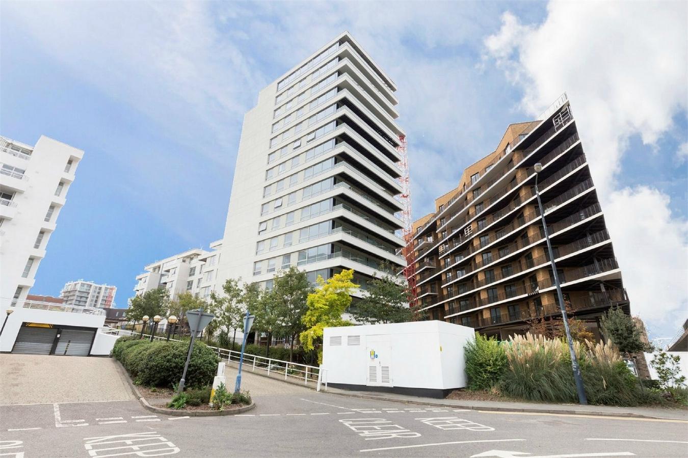 1 Bedroom Flat For Sale Corsair Meridian Building Royal Wharf E London E16 2pf
