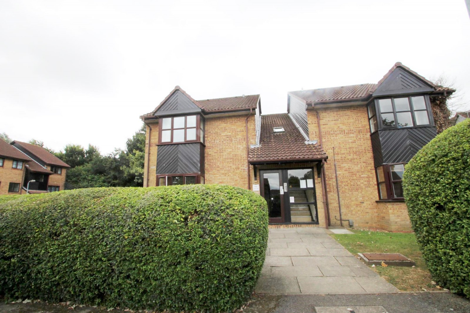 1 bedroom studio flat to rent the larches milford close