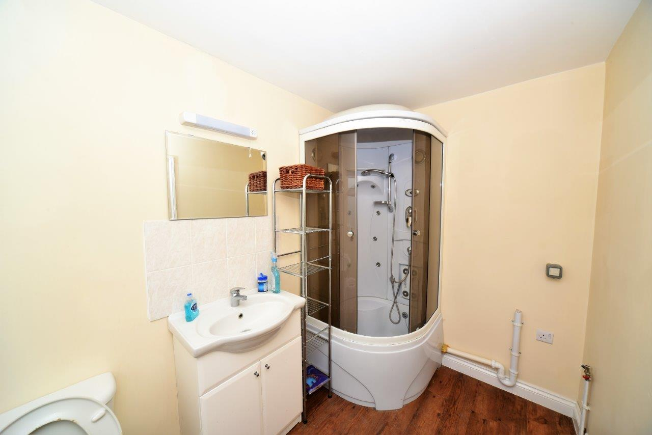 1 bedroom flat share orchard crescent edgware ha8 9pw. Black Bedroom Furniture Sets. Home Design Ideas