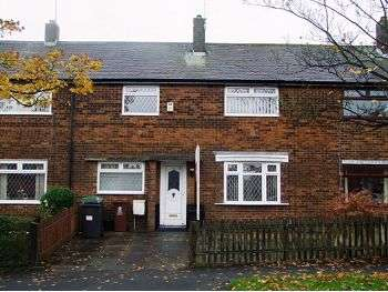 3 bedroom terraced house to rent fairway road oldham for Fairway house cleaning